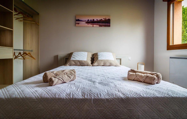 Une chambre d hôtel pmr on pantone canvas gallery